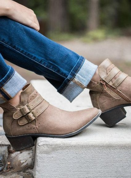 10 MUST HAVE (Stylish) Shoes for the Practical Mom
