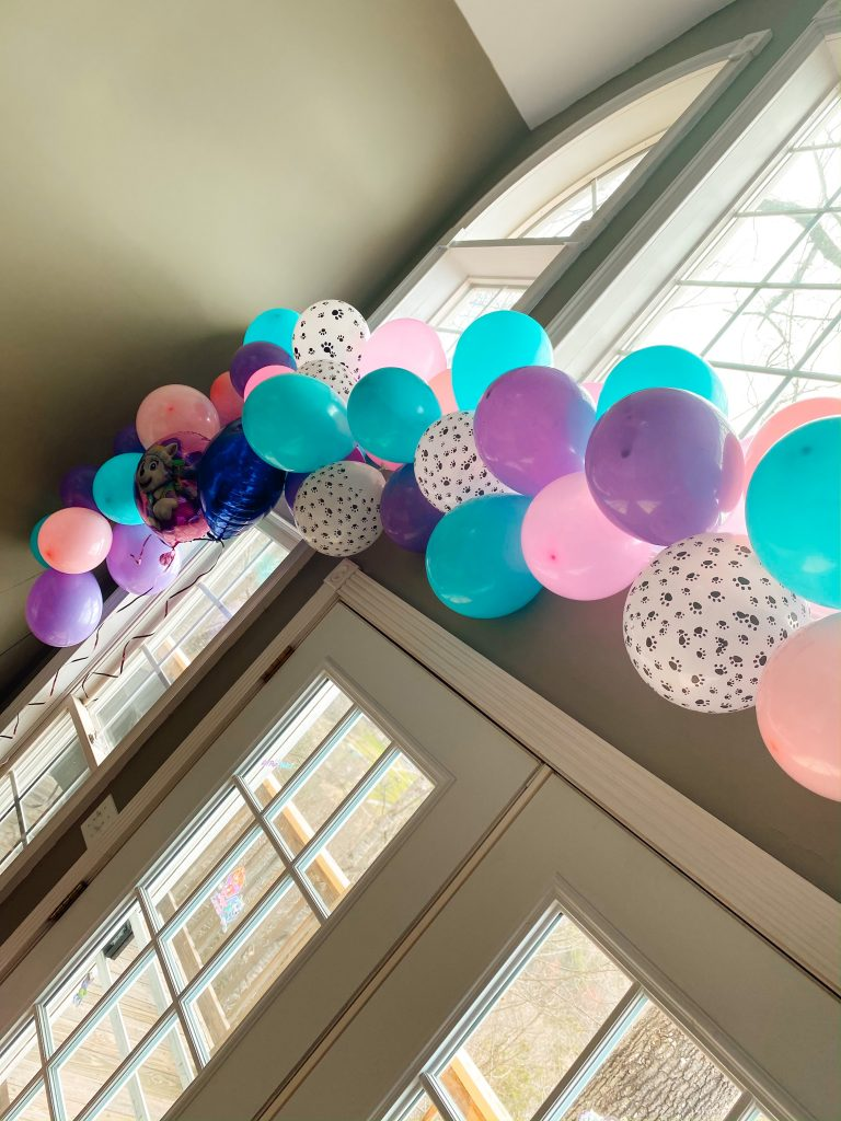 Paw Patrol Party balloon garland