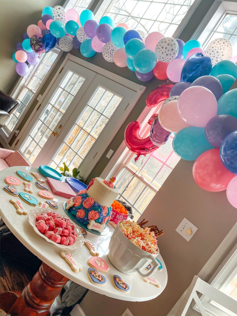 Paw Patrol Party balloon garland and food table