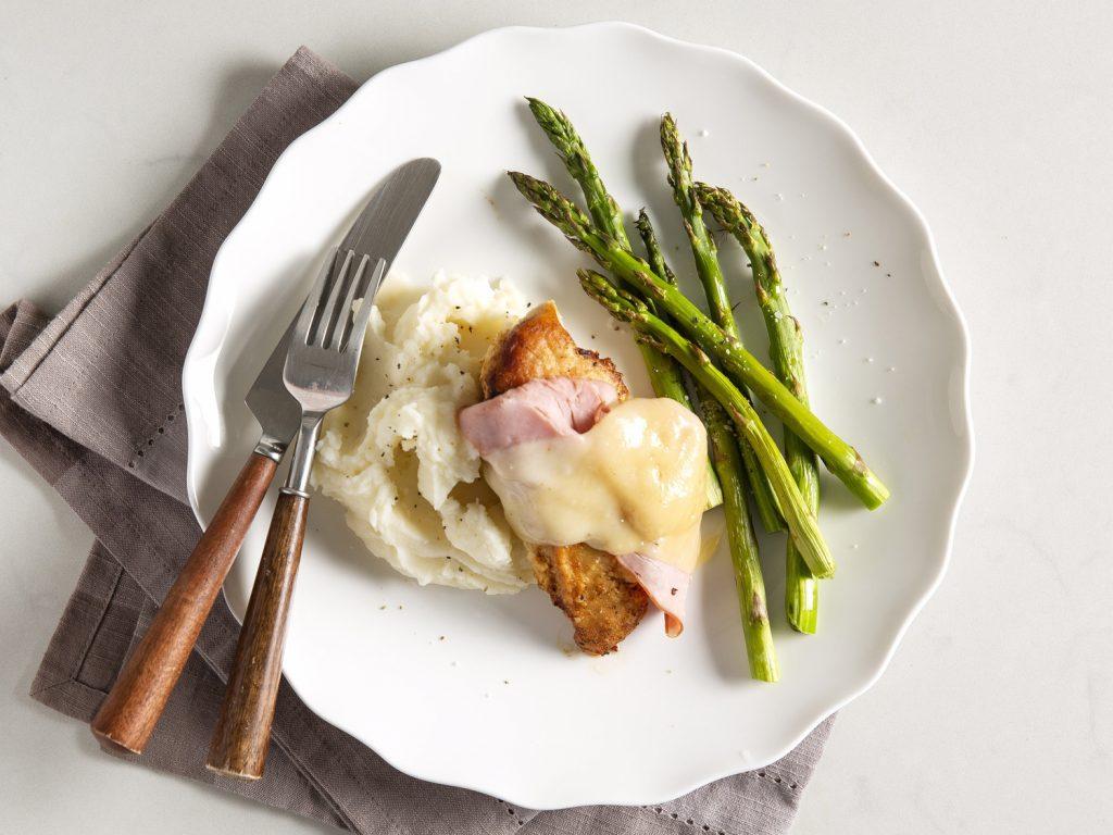 Quick Chicken Cordon Bleu withGarlic Mashed Potatoes and Asparagus