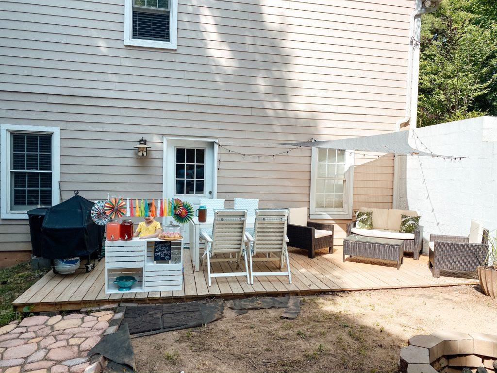 Porch lemonade stand