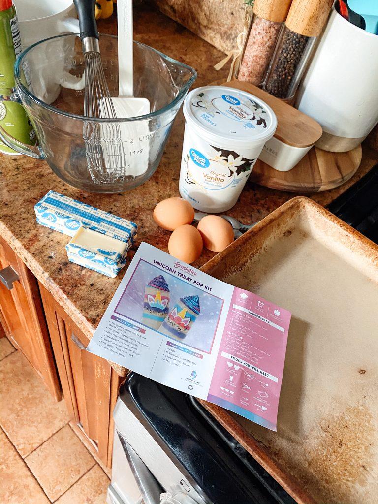 FoodStirs Unicorn Treat Pops Baking Kit